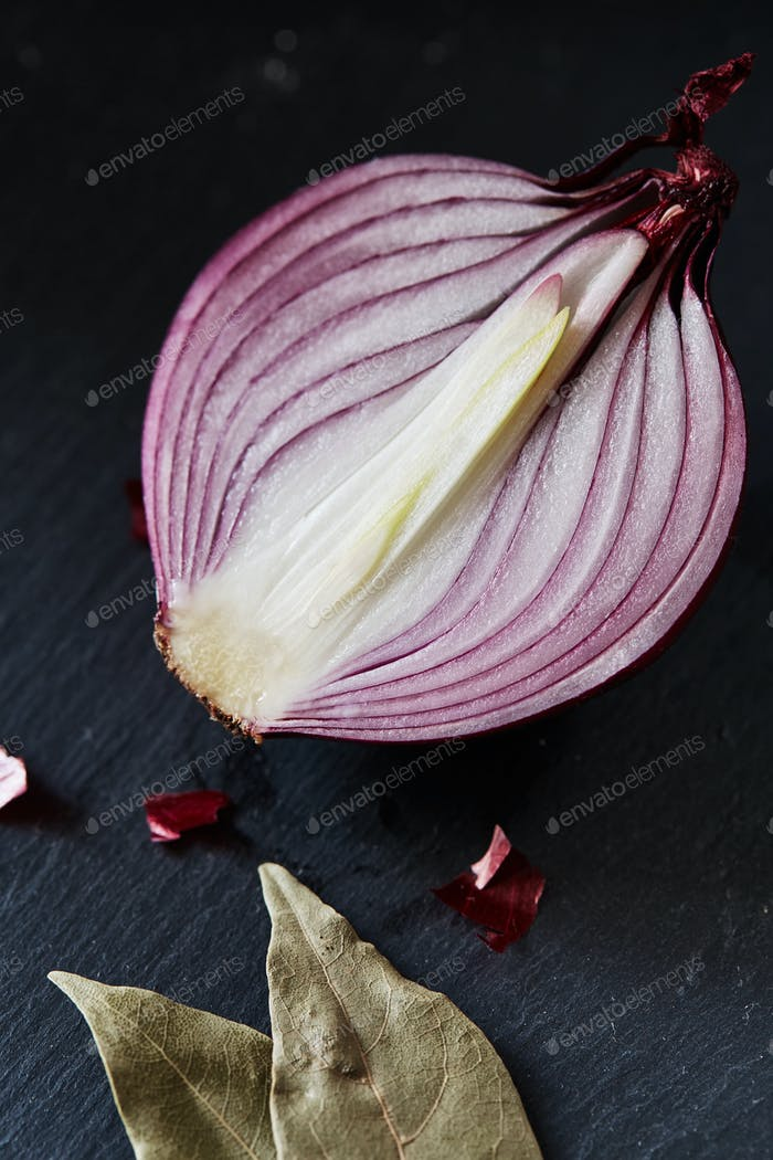 Sliced red spanish onion with bay leaf