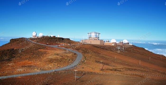 Blick auf Observatorien vom Gipfel des Haleakala Vulkans
