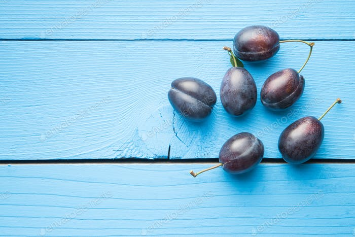Fresh blue plums.
