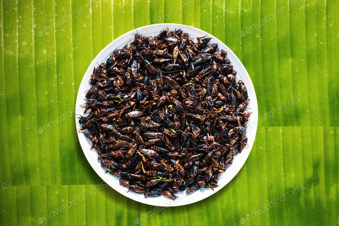Fried crickets on a banana leaf.