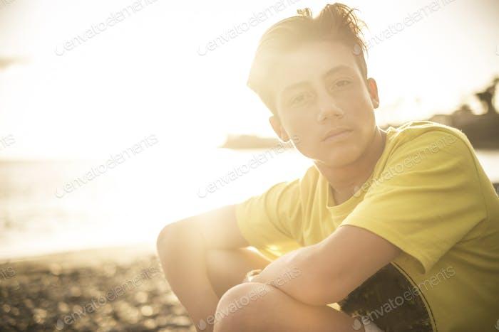 Schöner junger Junge Porträt