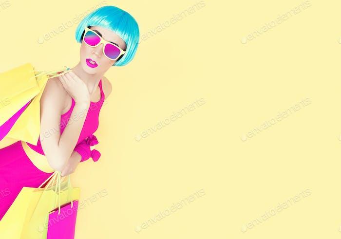 Gehen wir einkaufen! Glamouröse Modedame