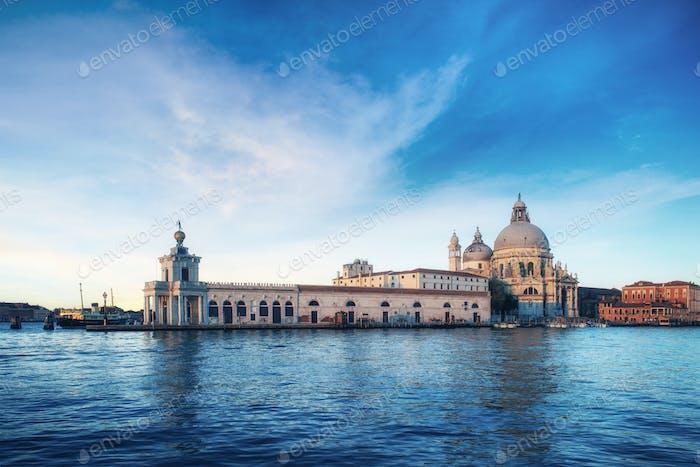 Fantastic views of the Grand Canal and the Basilica Santa Maria della Salute. Many tourists who