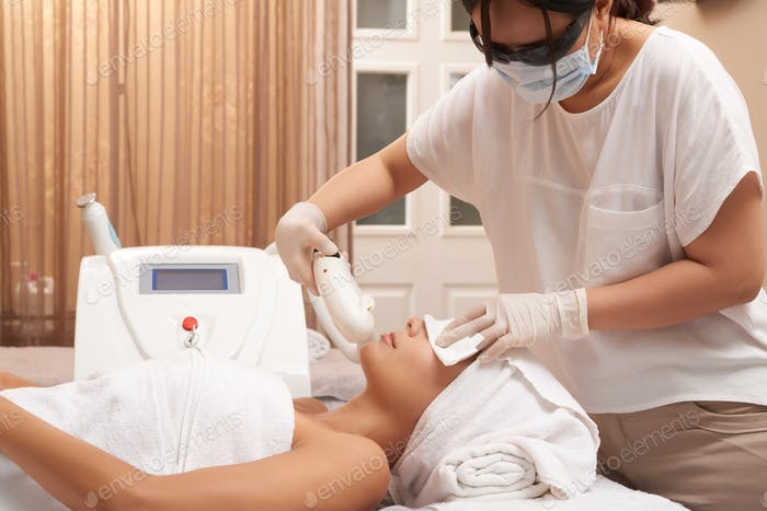 Ultrasound procedure for face in salon