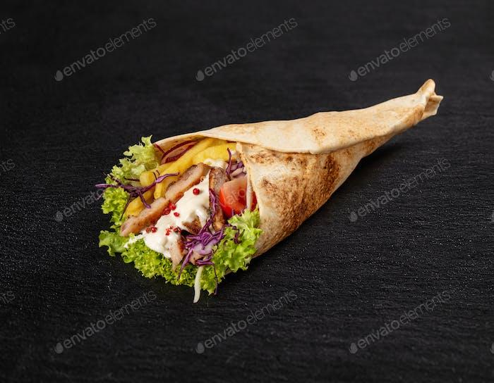Tortilla Wrap mit gebratenen Hühnerfleisch