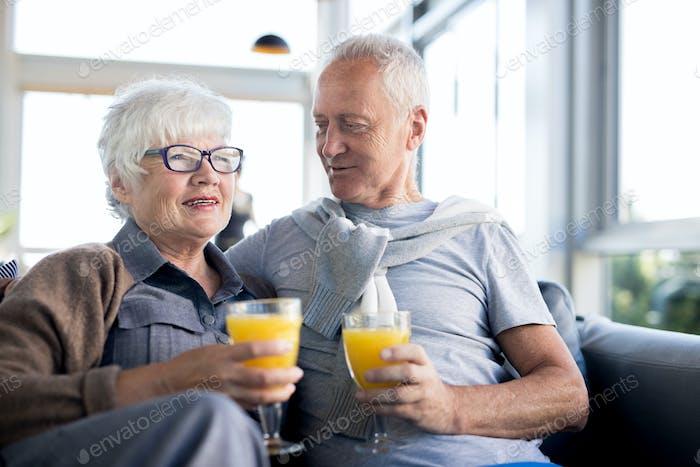 Moderne Senioren genießen das Leben