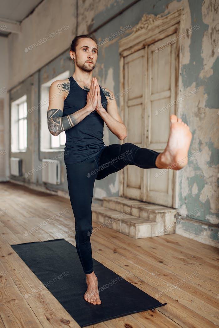 Meditation im Yogi-Studio, volle Konzentration