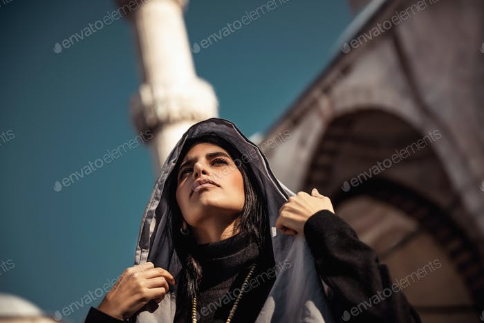 Schöne arabische Frau