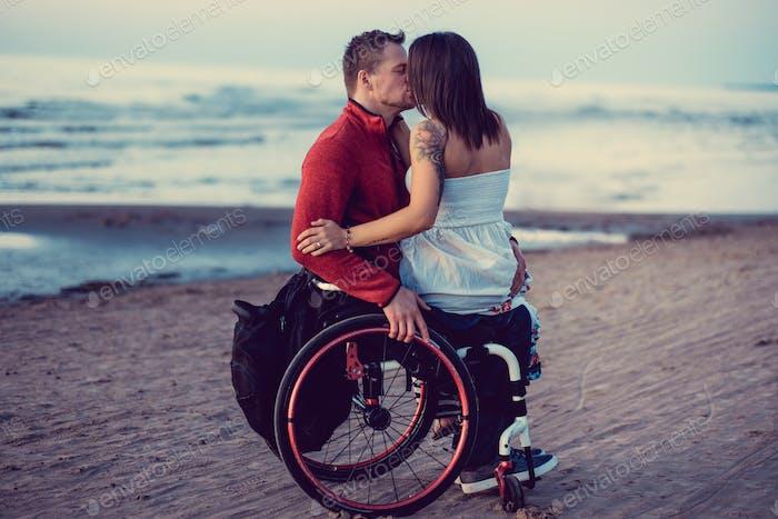 Behindertes junges Paar