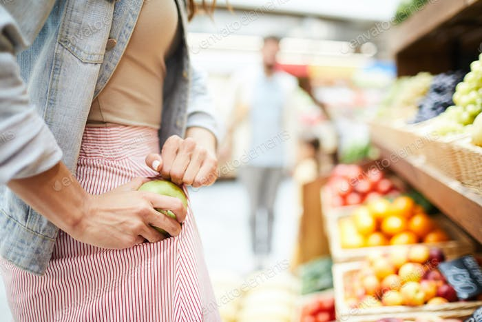 Diebstahl Apfel im Lebensmittelgeschäft