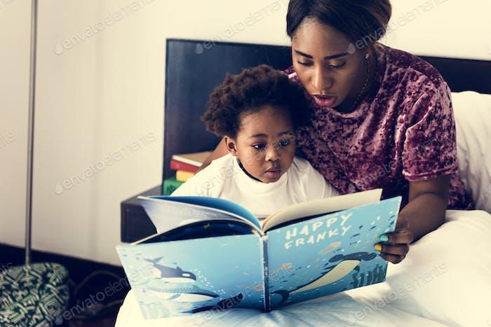 Glückliche afrikanische Abstammung Familie