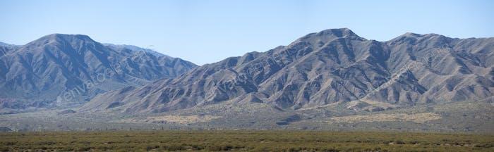 vista cénica de las montañas en San Juan, Argentina