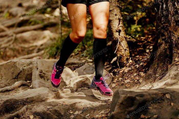 Beine Damen Läufer in Kompressionssocken