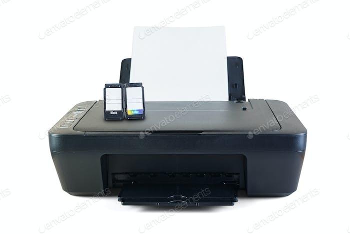 Schwarzer Drucker und Tintenpatronen