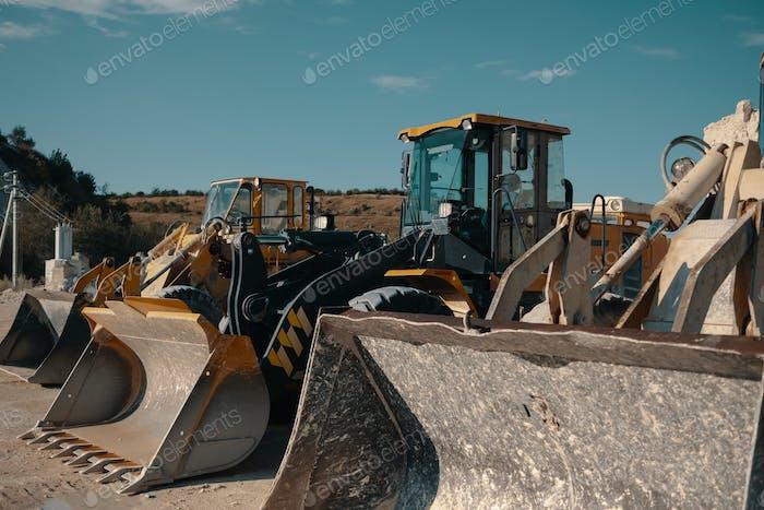 Schwere Maschinen im Steinbruch