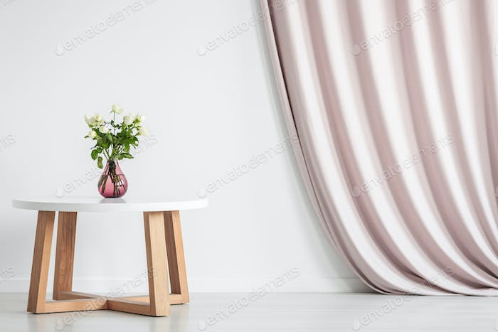 Coffee table with roses