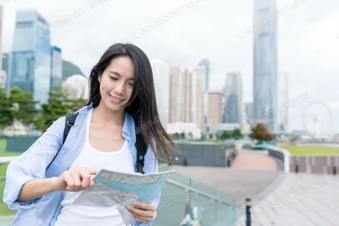 Travel woman visit Hong Kong and using city map