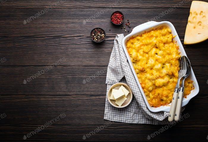 Makkaroni und Käse in Auflauf