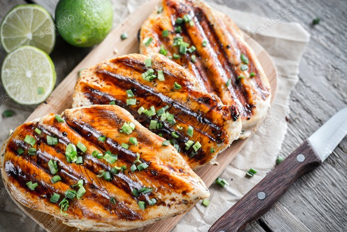Grilled chicken breasts in lime sauce