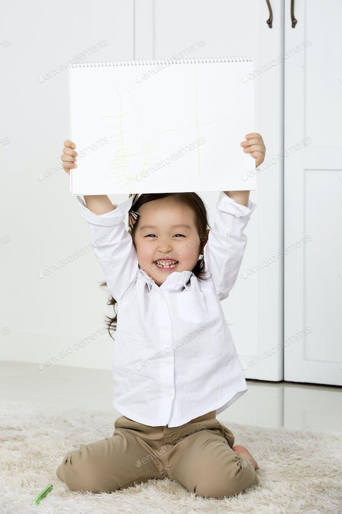 Ein Porträt einer glücklichen asiatischen Familie