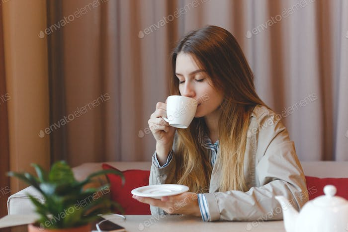 woman drinking coffee in the morning at restauran