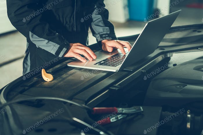 Car Mechanic with Computer