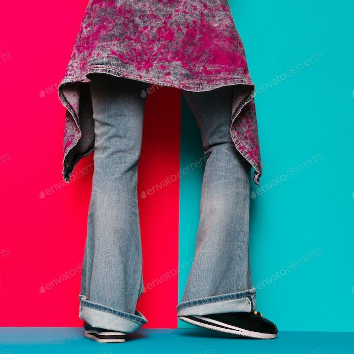 Denim-Liebhaber. Trendige Denim-Kleidung. Modisches Konzept.