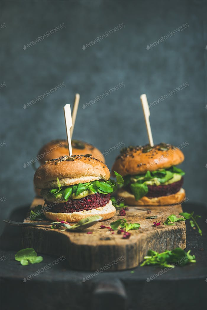Healthy vegan burger with beetroot-quinoa patty and arugula leaves