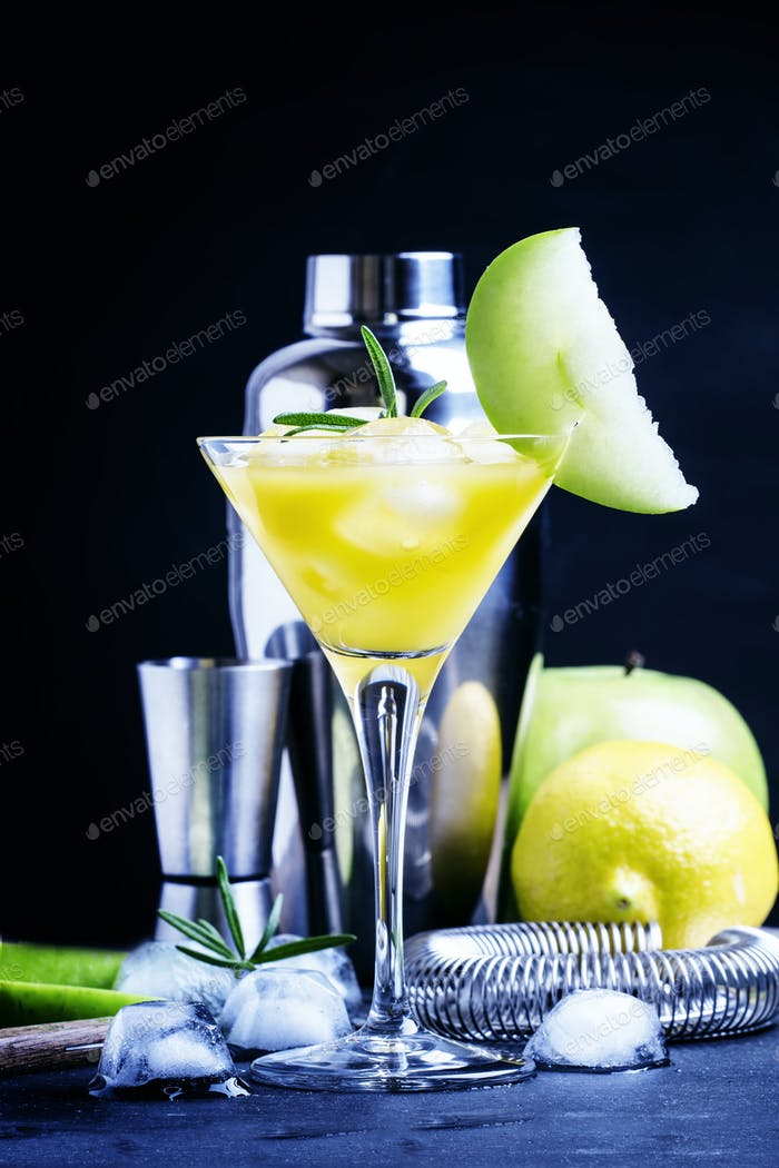 Apple cocktail with vermouth