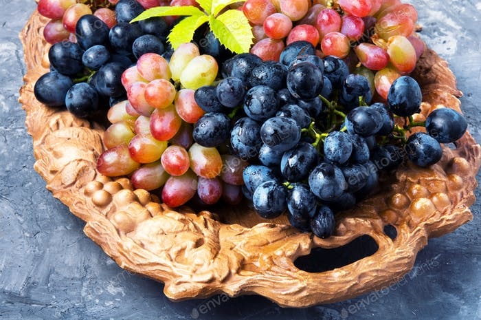 Different grapes on a tray