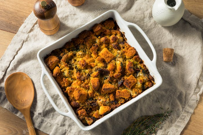 Hausgemachte Thanksgiving Auster Cornbread Stuffing