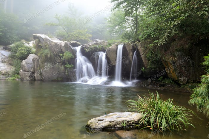 the black dragon pool in lushan