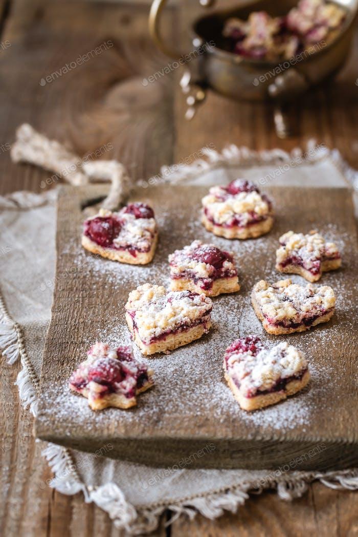 Shortbread Kekse mit Kirschfüllung