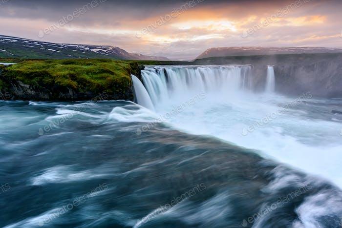 Godafoss Wasserfall auf dem Fluss Skjalfandafljot