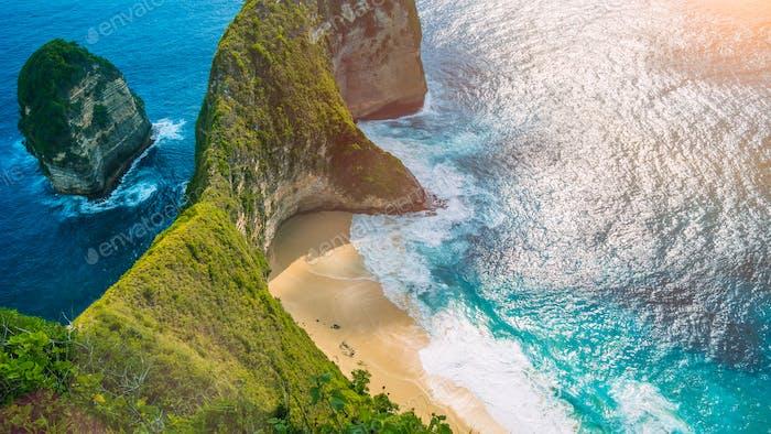 Manta Bay or Kelingking Beach on Nusa Penida Island under hot tropical sun, Bali, Indonesia