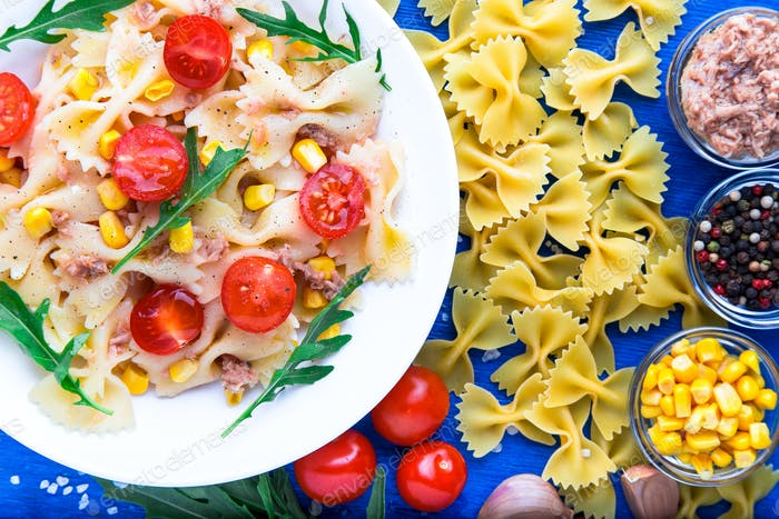 Pasta salad with tomatoes cherry