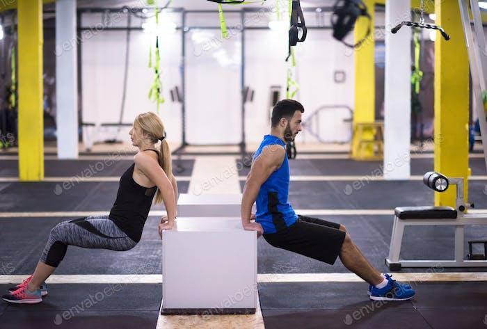 Athleten trainieren ihre Arme
