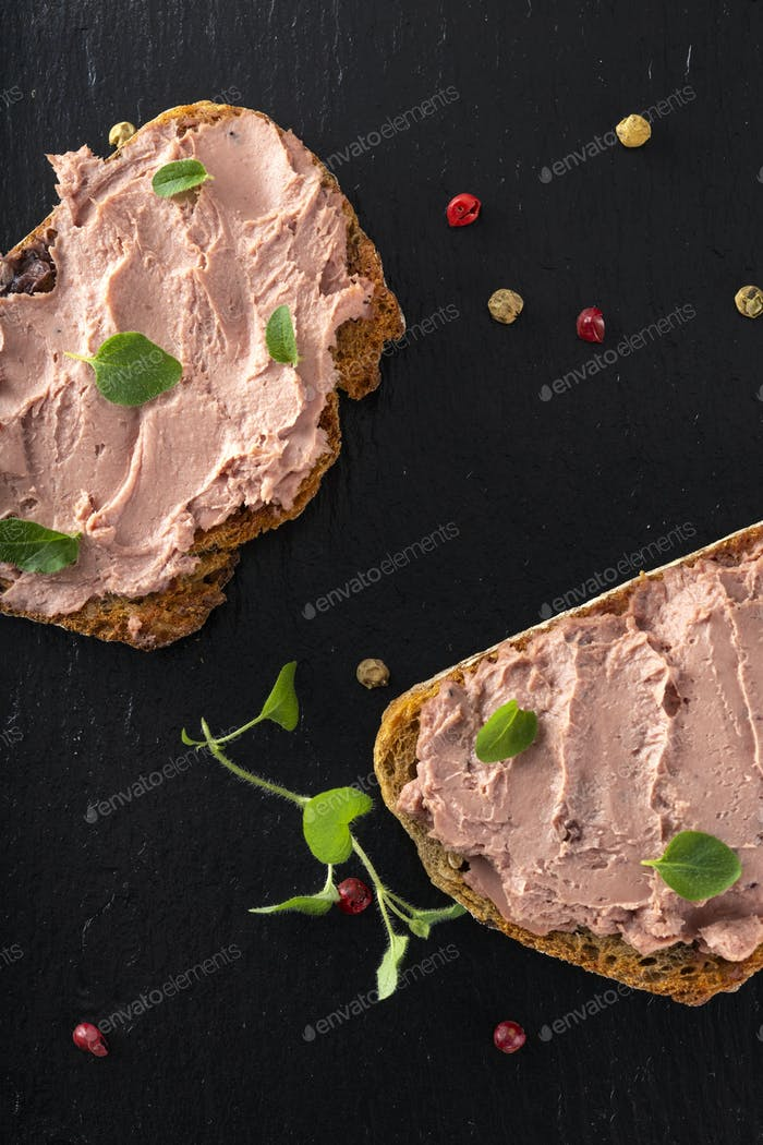 Open sandwiches with pate