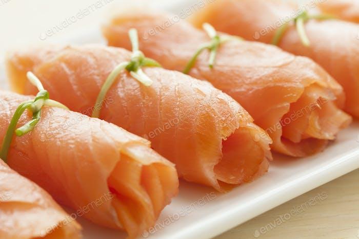 Rollen geräucherter Lachs als Snack