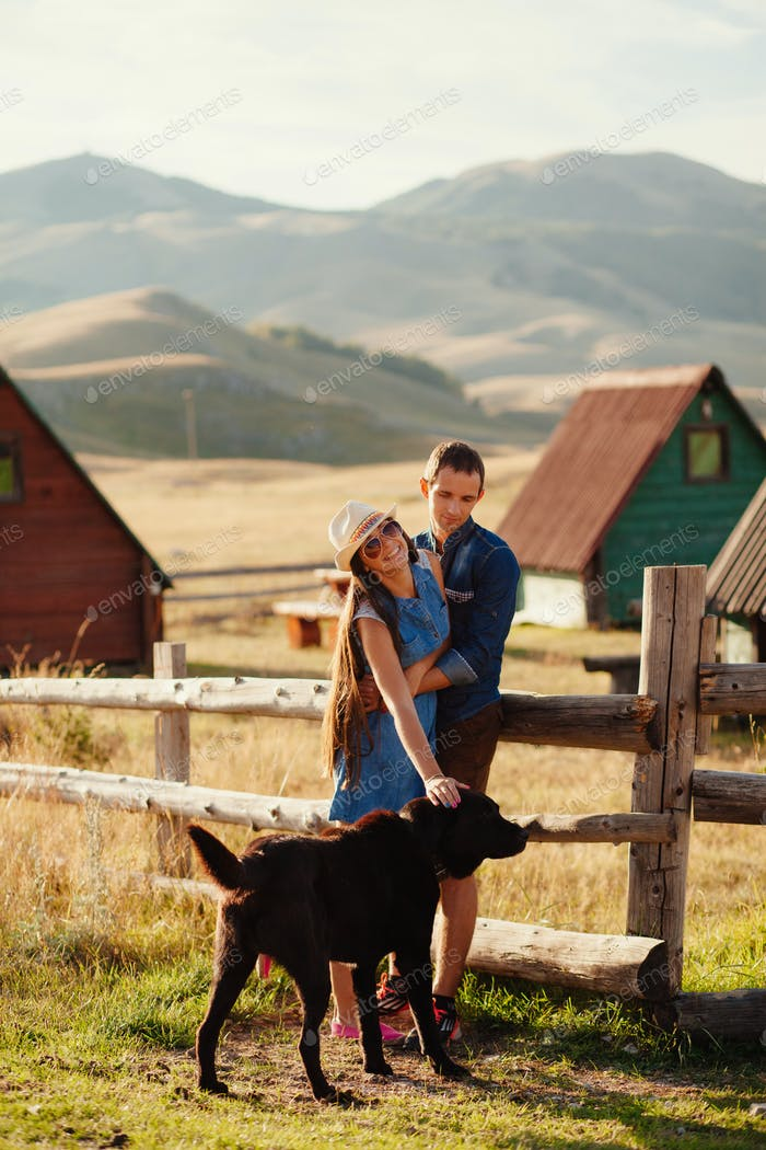 couple travel with dog