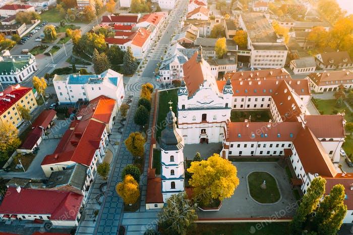 Pinsk, Region Brest, Weißrussland. Pinsk Stadtbild Skyline Am Herbstmorgen. Vogelperspektive von