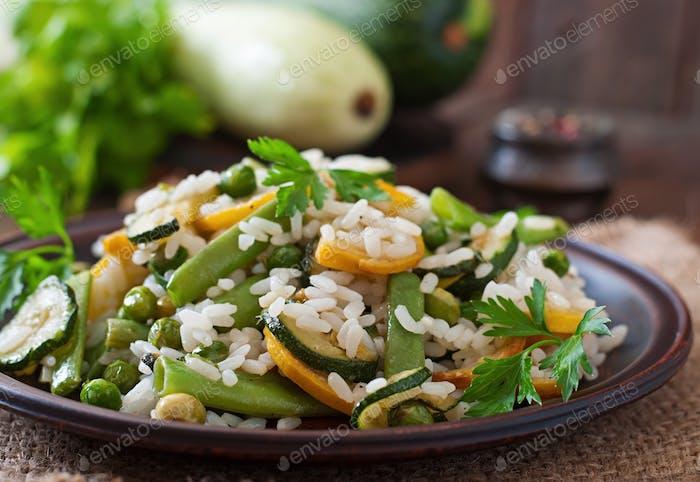 Risotto mit Spargelbohnen, Zucchini und grünen Erbsen