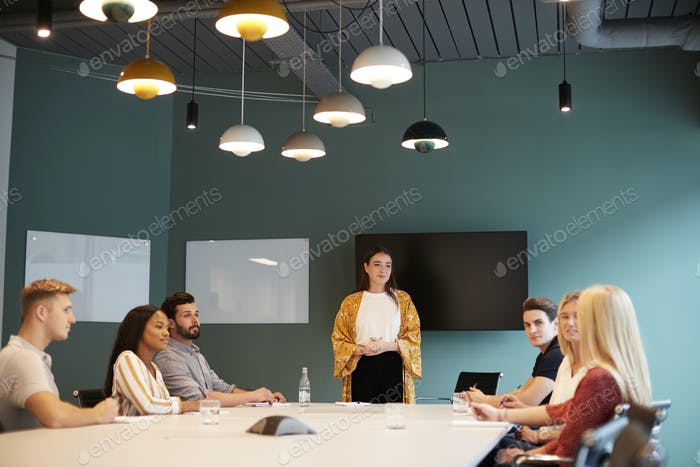 Businesswoman Addressing Group Of Candidates Meeting Around Table
