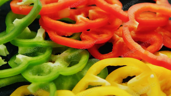 Colorful rings of peppers