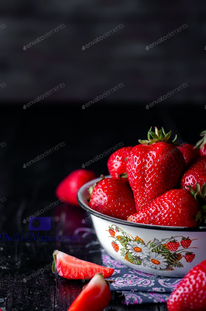 Fresh new image of strawberries