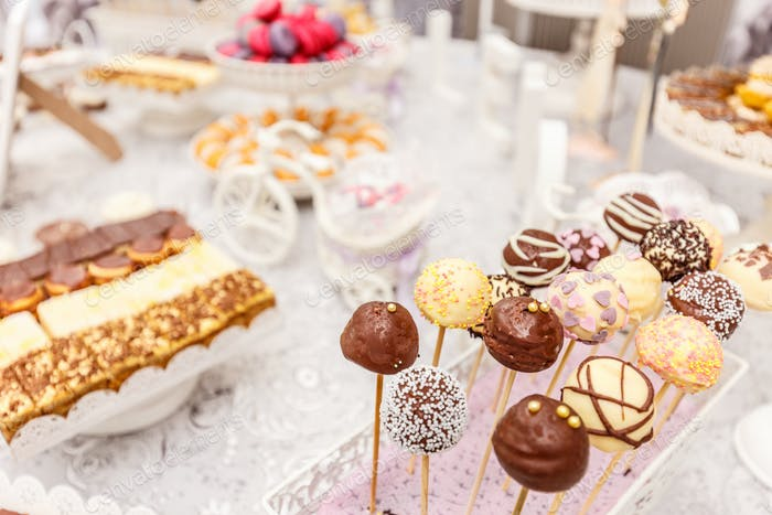 Wedding chocolate pops