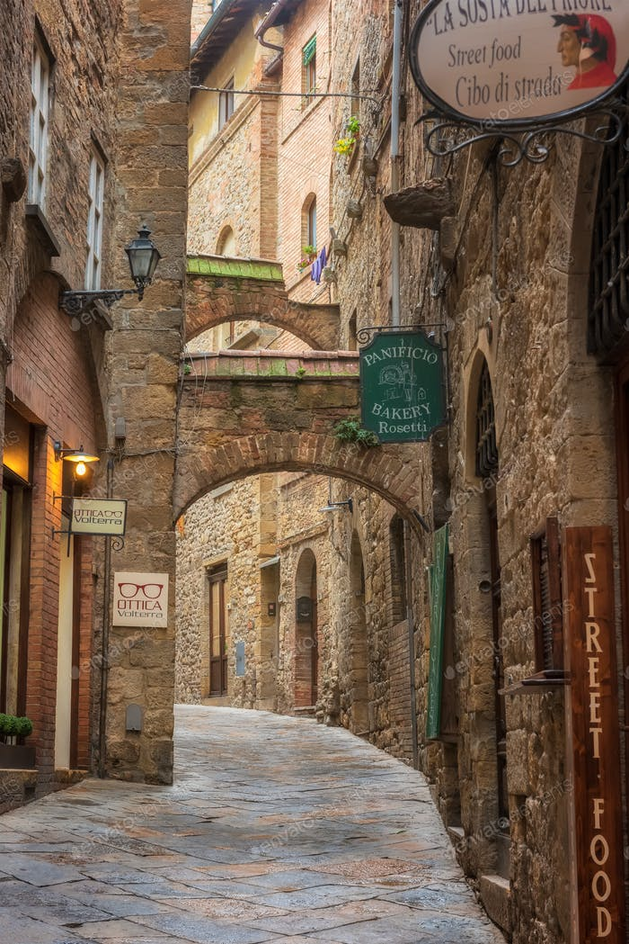Tuscany medieval architecture