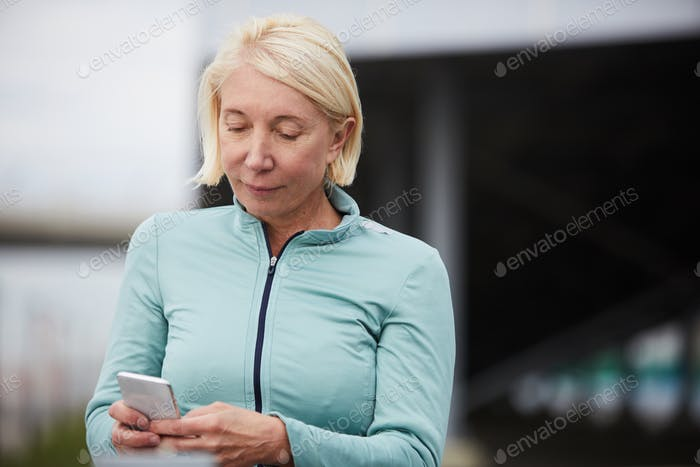Sportswoman with cellphone