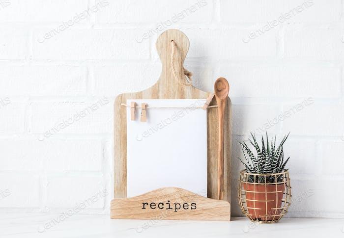 Küchenbrett zur Aufnahme von Rezepten, Menüs und Notizen.