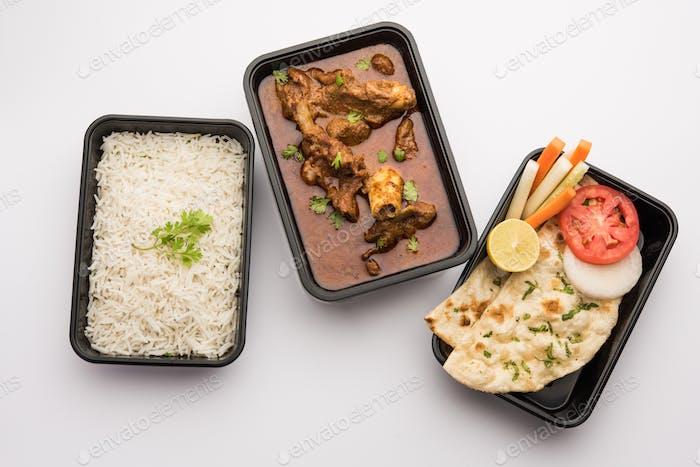 Hammel-Masala-Curry im Kunststoffbehälter für die Lieferung nach Hause